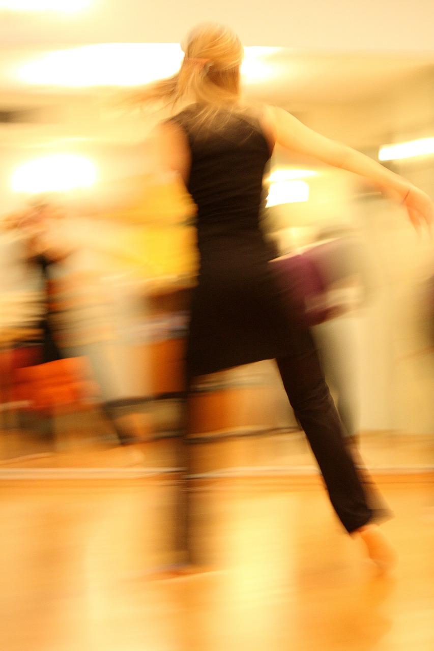 dancing-273875_1280